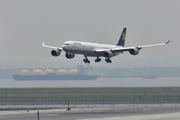 Lufthansa-german-airlines-airbus-a340600