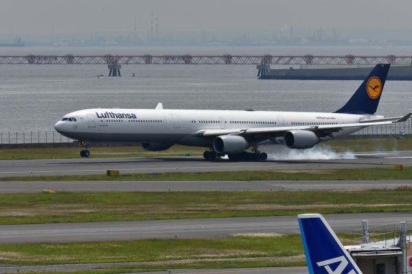 Lufthansa-german-airlines-airbus-a340600_2